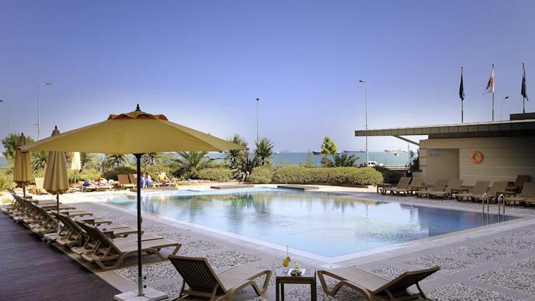Отели Стамбула 4 звезды на берегу моря с открытым бассейном. Novotel Istanbul.