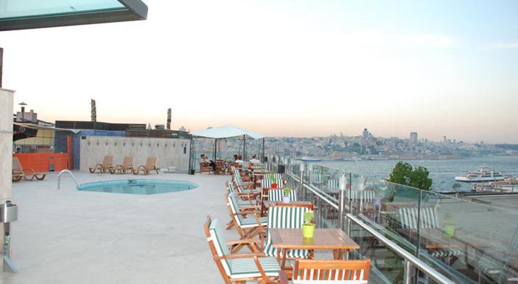 Отели Стамбула 4 звезды на берегу моря с открытым бассейном: Orka Royal Hotel.