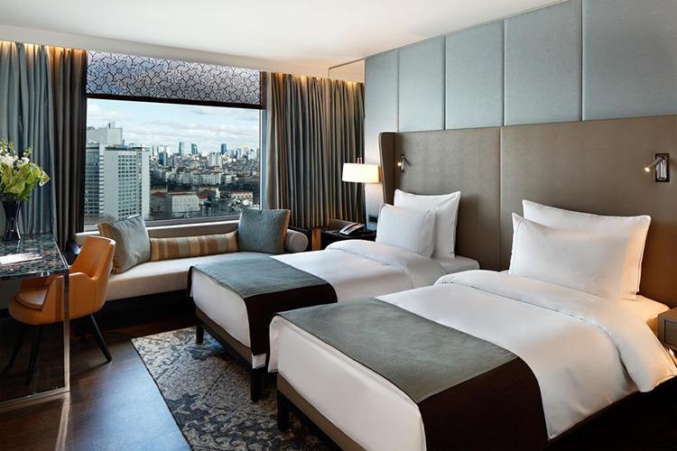 Отели в центре Стамбула с панорамным видом: The Marmara Taksim