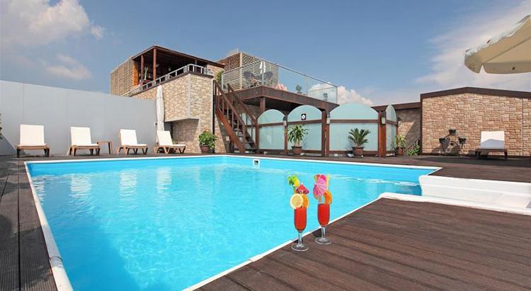 Отели в центре Стамбула с бассейном на крыше: Vicenza Hotel.
