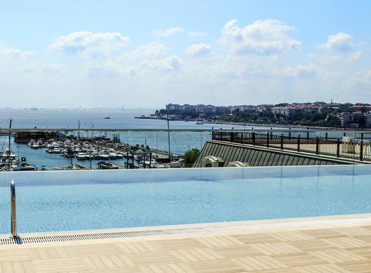 Отели Стамбула 4 звезды с видом на море: Wyndham Grand Istanbul Kalamış Marina Hotel