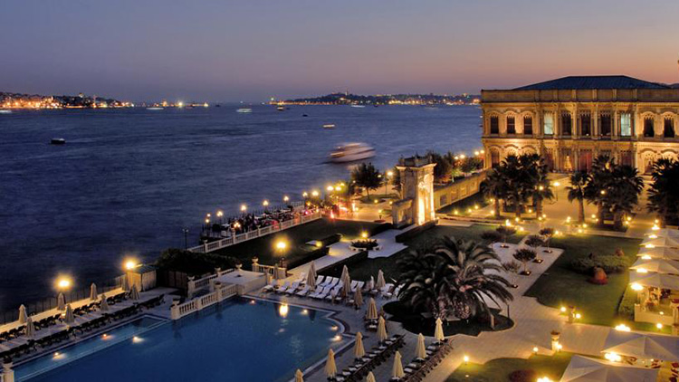 Лучшие отели Стамбула с видом на Босфор: Çırağan Palace Kempinski Istanbul