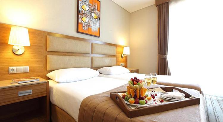 Отели Стамбула (Турция) в районе Лалели с бассейном: Hotel Venera