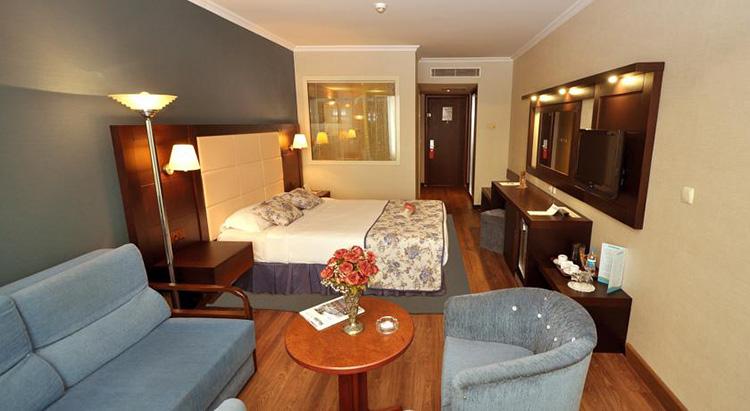 Самые дешевые отели 5 звезд в центре Стамбула (Турция): Akgun Istanbul Hotel.